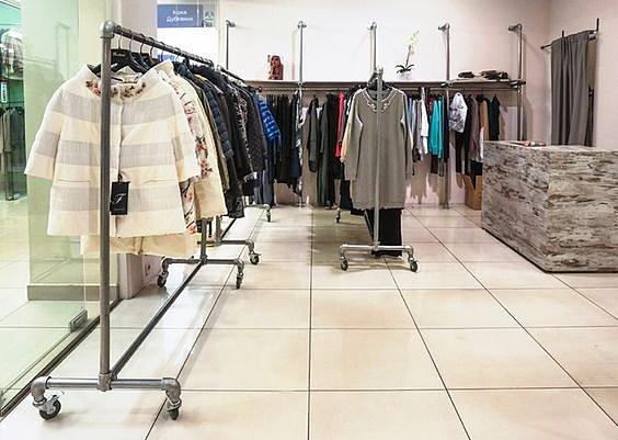 стойка для магазина одежды